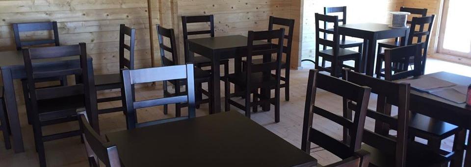 Sillas y mesas de madera para bares y restaurantes